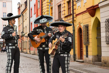 Mexican Musicians Mariachi On ...