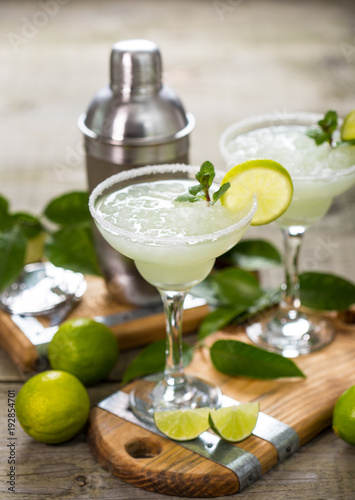 Poster Cocktail Margarita cocktail with lime and mint