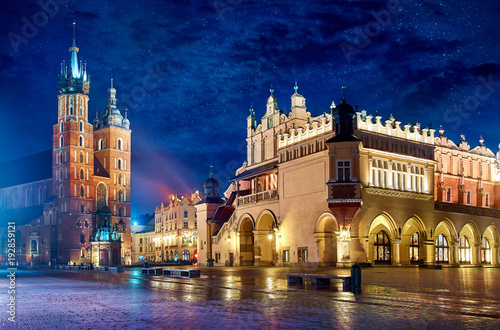 Poster Cracovie Saint Mary's Basilica in Krakow Poland with Cloth Hall at main