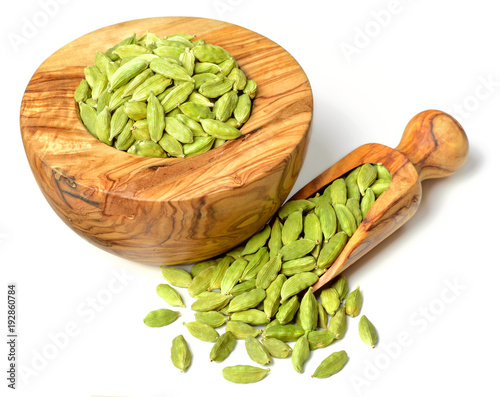 Fototapeta close up of dried cardamom in the olive wooden mortar, isolated on white obraz