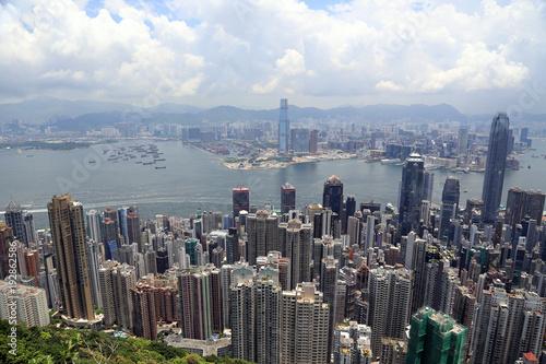Blick vom Peak auf das Zentrum von Hong Kong Island, Hafen und Kowloon
