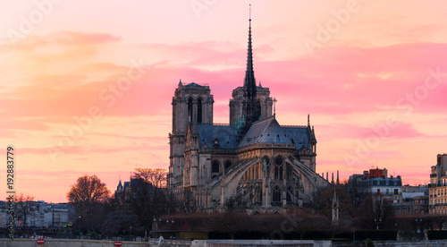 Photo The Notre Dame Cathedral at sunset , Paris, France.
