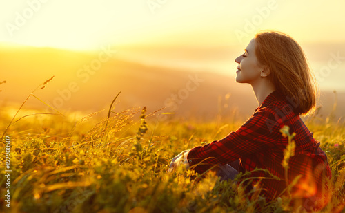 Poster Melon Woman sits with her back in the field and look sunset in the mountains