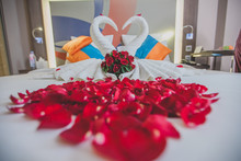 Honeymoon Bed Look Like Heart ...