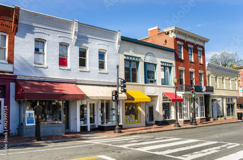 Foto  Traditional Old American Buildings with Colourful Shops along a Brick Sidewalk o
