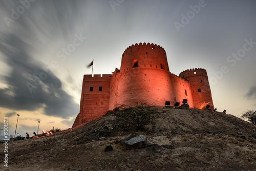 Foto op Aluminium Vestingwerk Spectacular View of Fujairah Fort in United Arab Emirates at Night