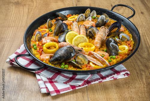 Paella tradicional con mariscos