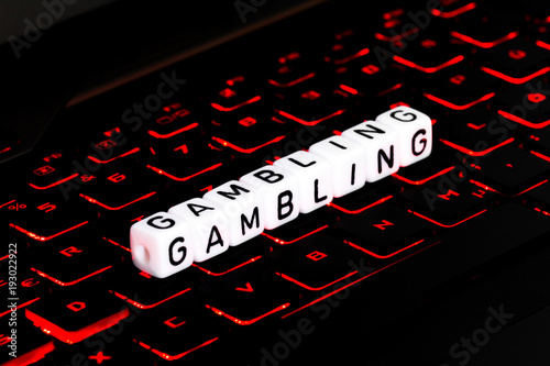 Foto  Gambling symbol on illuminated keyboard