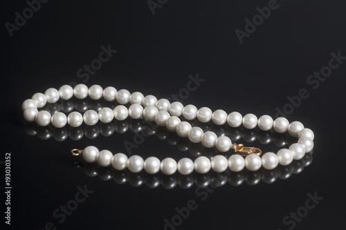 Stampa su Tela Pearl necklace accessory