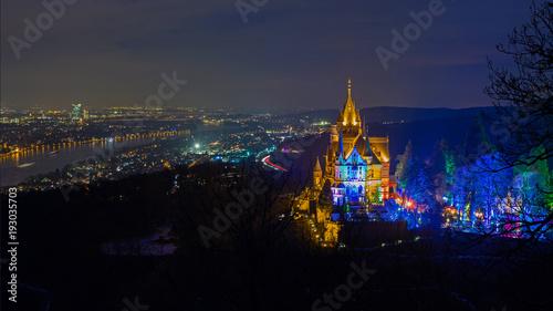 Foto auf Leinwand Schloss illuminierte Drachenburg