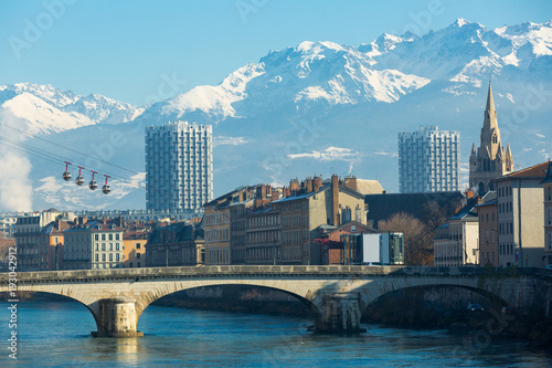 Foto auf AluDibond Stadt am Wasser Aerial view of Grenoble cable car with French Alps and bridge