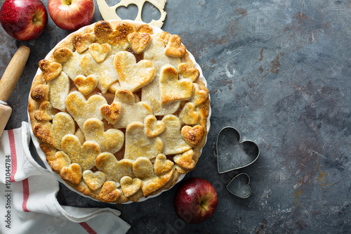 Photo  Apple pie with hearts shaped crust