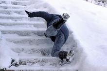 Eine Frau Ist Auf Einer Schnee...