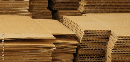 Foto  Cardboard cartons corrugated fiberboard paper boards for boxes