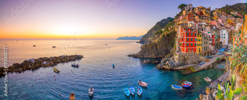 Foto op Plexiglas Liguria Riomaggiore, the first city of the Cique Terre in Liguria, Italy