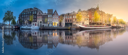 Valokuva  River, canals and traditional old houses Amsterdam
