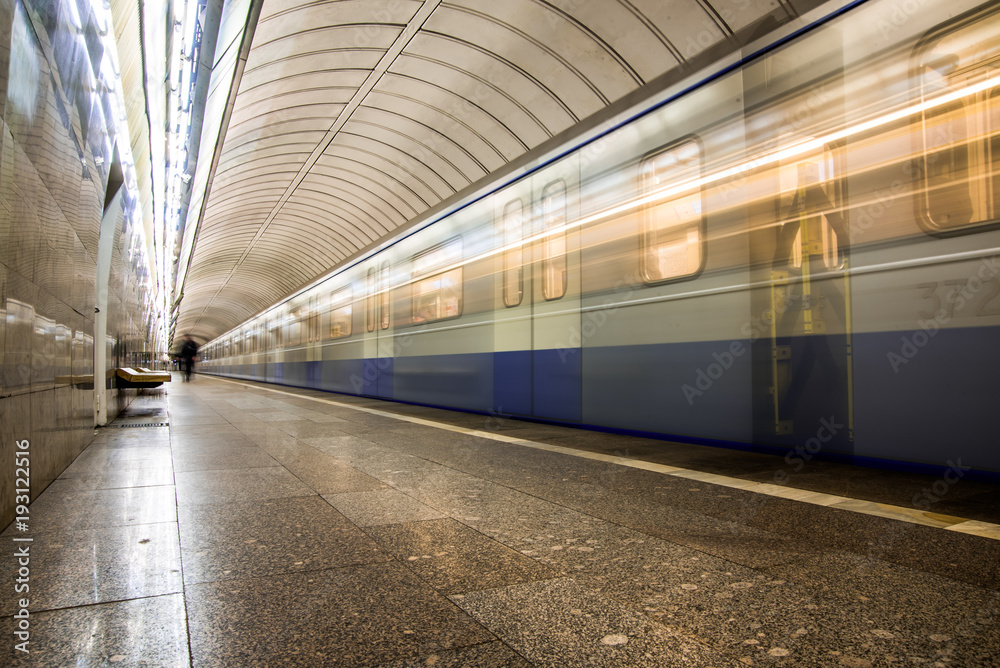 Photo & Art Print Subway metro train arriving at a station   EuroPosters