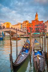 FototapetaCanal Grande with Gondolas and Rialto Bridge at sunset, Venice, Italy