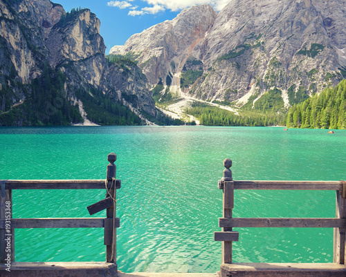 Plakat Górskie jezioro w Alpach