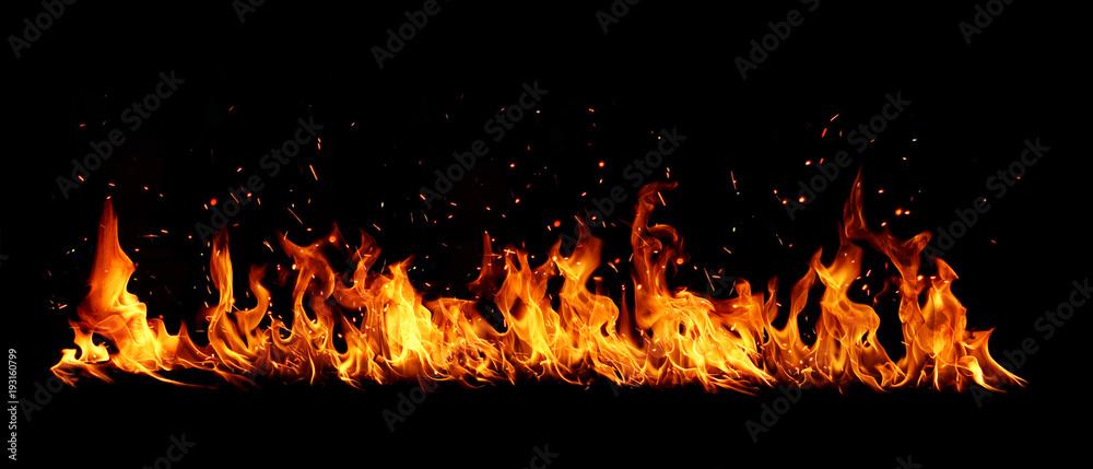Photo  Blazing flames over black background