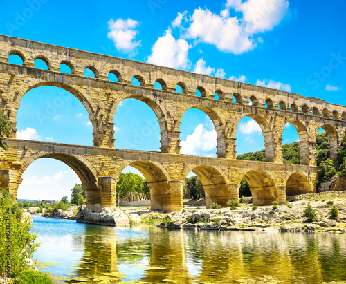 Photo Roman aqueduct Pont du Gard, Unesco World Heritage site
