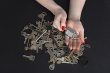 Many Keys And Lock In Female H...