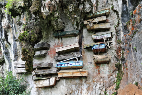 Photo Hanging coffins of the Igorot indigenous people