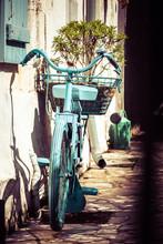 Very Nice Vintage Bicycle Pain...