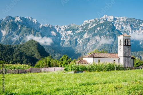 Photo Small church on the Alpe Adria cycle path, Italy.