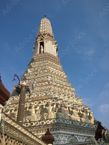 Foto  Details of famous Wat Arun buddhist temple, Bangkok, Thailand, East Asia, with its rich decoration and giants
