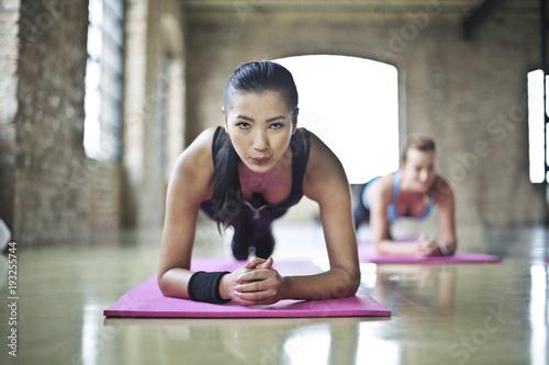 Fit women training Fotobehang