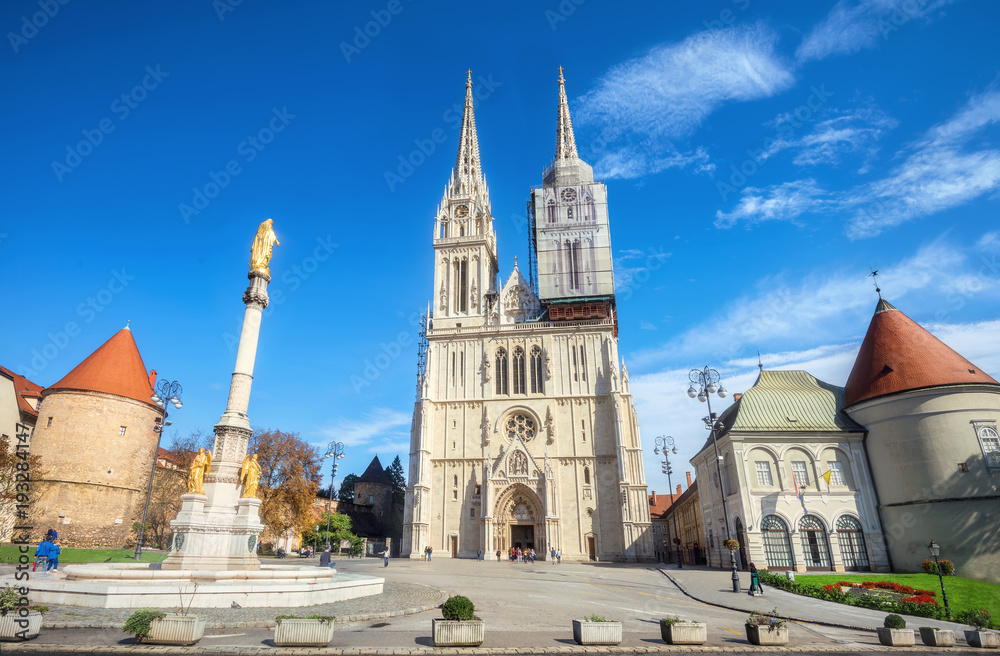 Fototapety, obrazy: Cathedral and Blessed Virgin Mary monument in Zagreb. Croatia