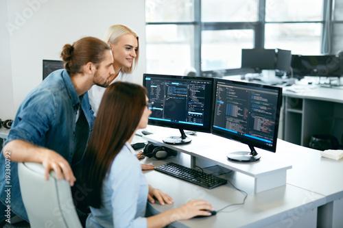 Fotografía IT Team Working In Office. People Programming On Computer