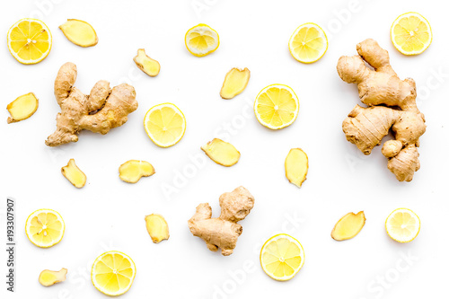 Fotografie, Obraz Fresh ginger root and lemon slices pattern on white background top view
