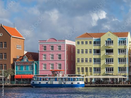 Foto op Plexiglas Caraïben Walking around Punda Curacao views