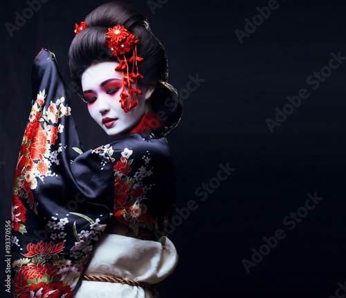 Cuadros en Lienzo young pretty geisha in kimono