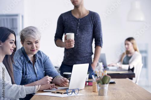 Fototapety, obrazy: Businesswomen working together using laptop