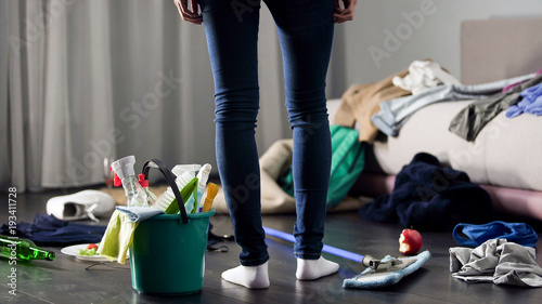Fotografía  Woman horrified by mess left after party in her apartment, cleaning service