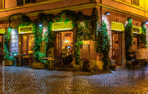 Foto op Aluminium Pizzeria Old cozy street at night in Trastevere, Rome, Italy.