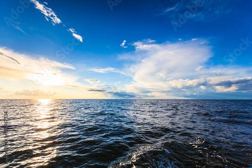 Staande foto Zee / Oceaan Beautiful seascape evening sea horizon and sky