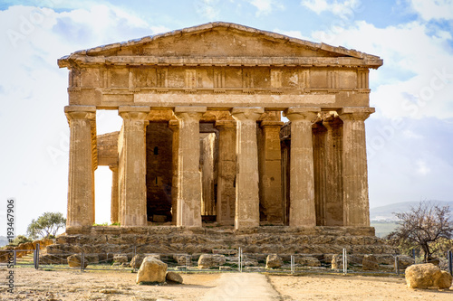 Foto op Canvas Oude gebouw The Temple of Concordia is a Greek temple of the ancient city of Akragas, located in the Valley of the Temples of Agrigento in Sicily
