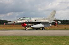 F-16D On The Flightline