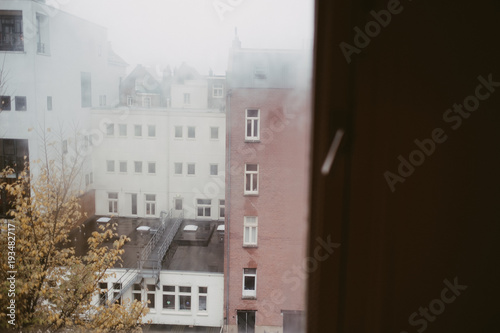 Photo  view of amsterdam buildings through an apartment window