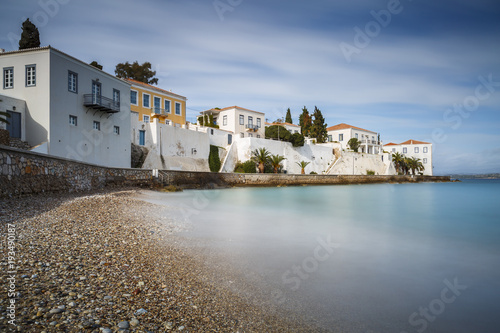 Photo Traditional architecture in Spetses seafront, Greece.