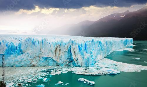 Fotobehang Gletsjers Glacier Perito Moreno, southeast of Argentina