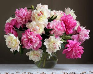 Fototapeta Peonie Peonies in a jug on the table. Bouquet of garden flowers.