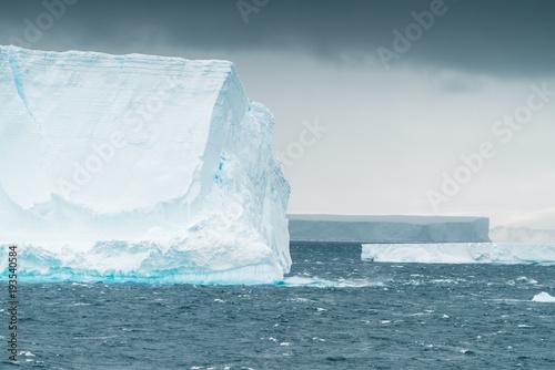 Tuinposter Ijsbeer Iceberg in Antarctic Ocean - Antarctica