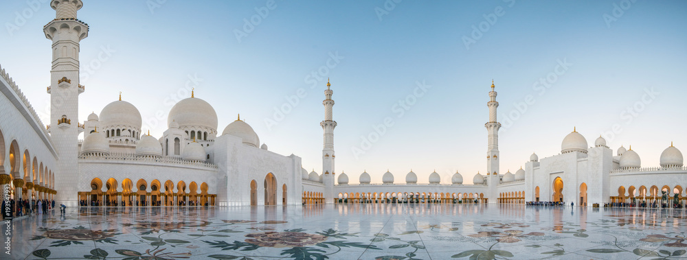 Fototapety, obrazy: Abu Dhabi, UAE, 04 January 2018, Sheikh Zayed Grand Mosque in the Abu Dhabi, United Arab Emirates