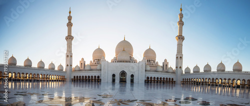 Foto auf Leinwand Abu Dhabi Abu Dhabi, UAE, 04 January 2018, Sheikh Zayed Grand Mosque in the Abu Dhabi, United Arab Emirates