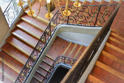 Foto op Plexiglas Trappen Twisted old staircase Top view down